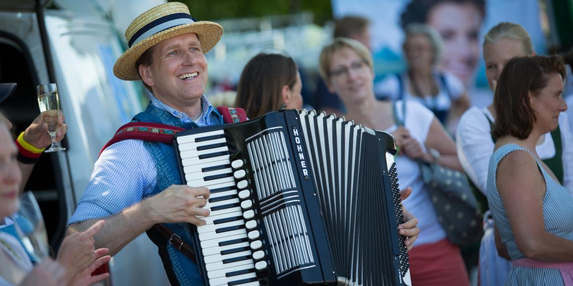 Deutsche Musik vom Edelweissprinz und Gössl beim lustigen Dirndlflugtag in Tutzing
